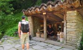 山羊座の女とさそり座のフランス男、ブルガリアのホビット村へArchitectural-Ethnographic Complex ETAR