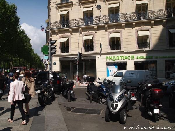 シャンゼリゼ大通り パリ 薬局