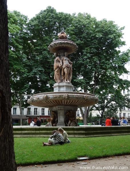 パリの公園 パリジェンヌ