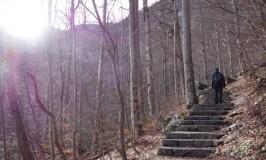 フランス男がスロベニア・神秘のサヴィカ滝にキッス♡Slap Savica