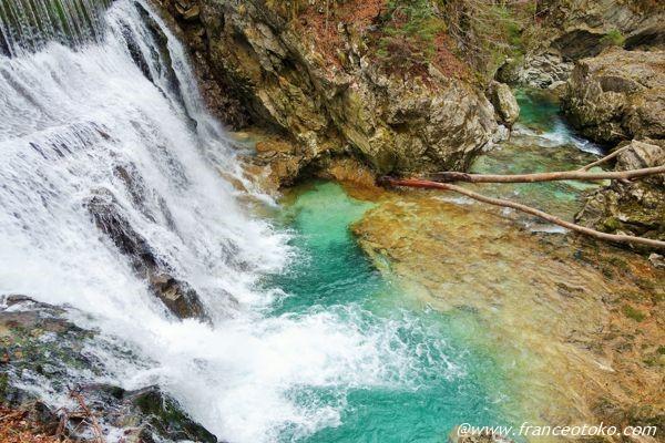 神秘的な滝