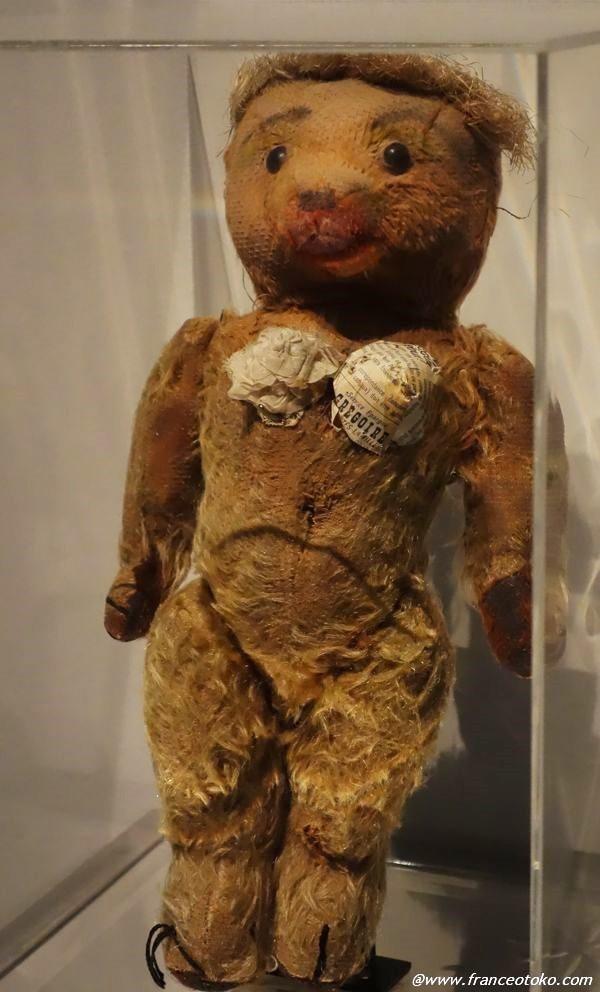 ゴルチエ 幼少期作成 クマの人形
