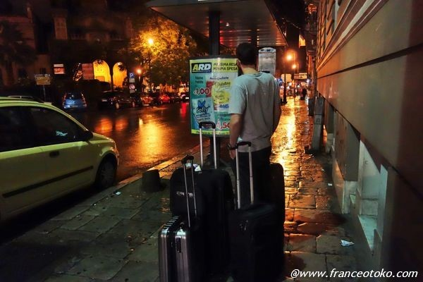 スーツケース大量の旅