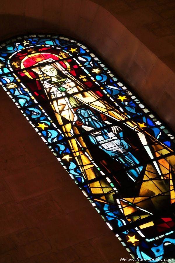 パリ モンマルトル ステンドグラス