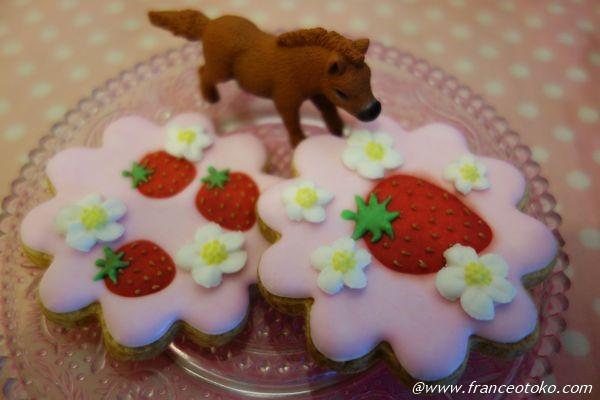 イチゴのアイシングクッキー