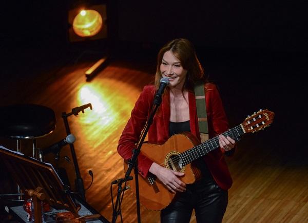 Carla-Bruni-en-concert