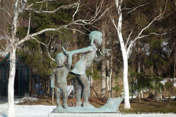 少女 銅像