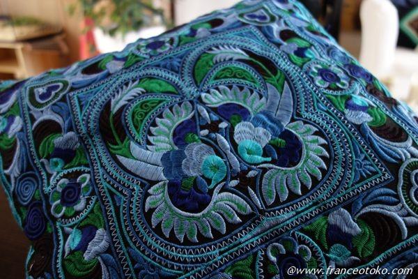 タイ 刺繍