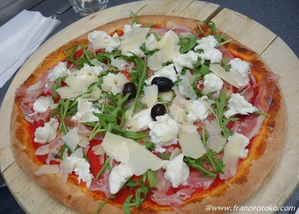 リヨン おいしいピザ マンマミーア