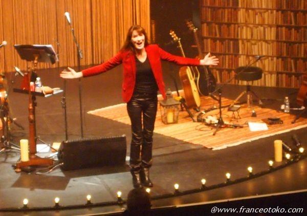 カーラブルーニ フランス 歌手