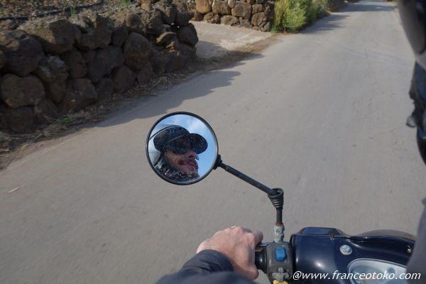 バイクでまわるウスティカ