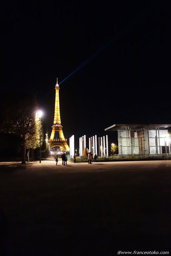 エッフェル 夜パリ