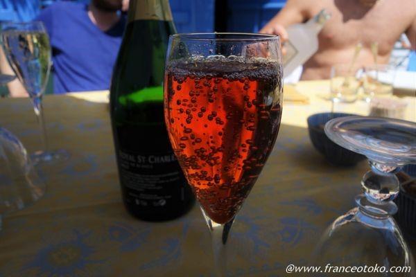 赤い泡のお酒