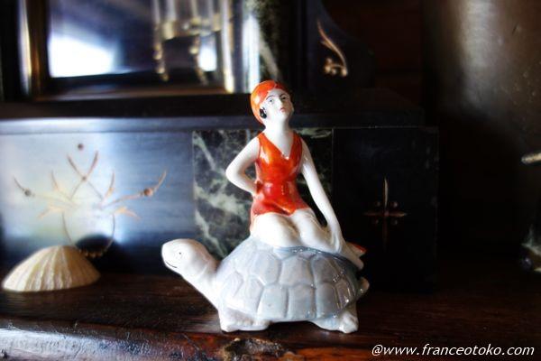 アンティーク 亀と美女