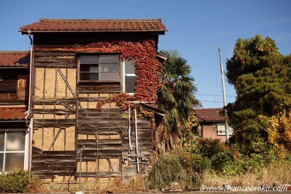 日本 渋い家屋