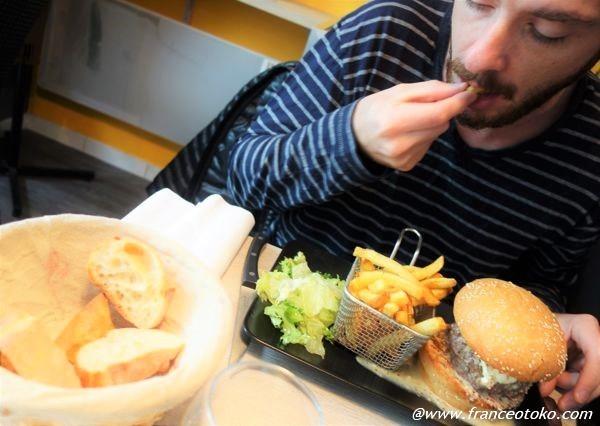 ハンバーガー パリ おいしい