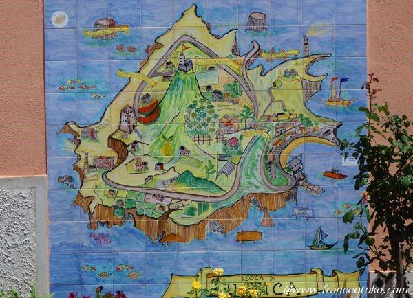 ウスティカ島 地図