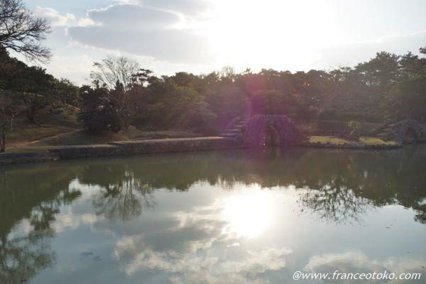 識名園 池