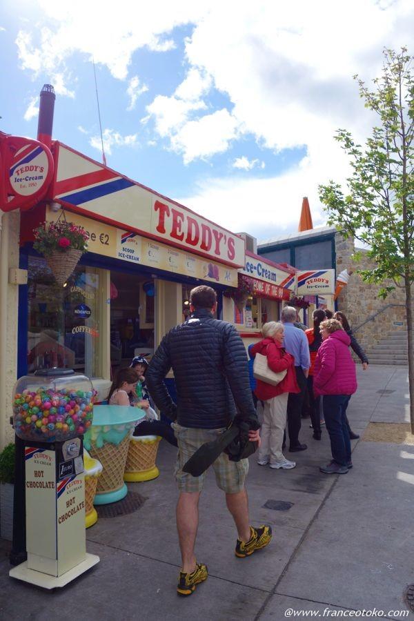 テディズ アイスクリーム 行列 アイルランド