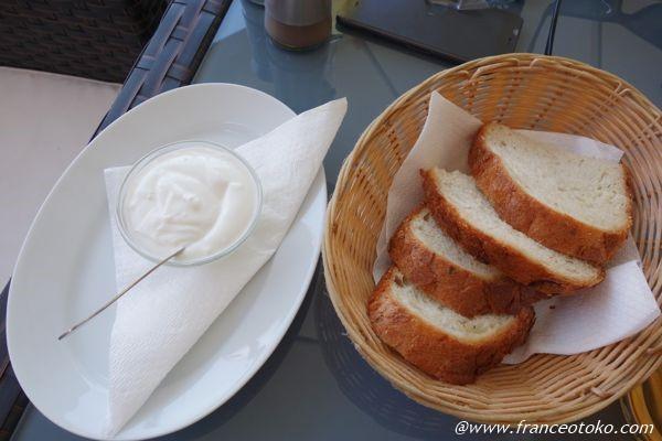 ルーマニア パンとサワークリーム