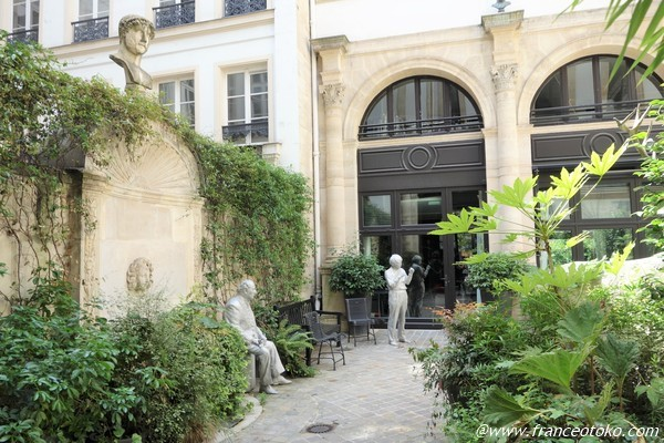 パリ 素敵な小庭