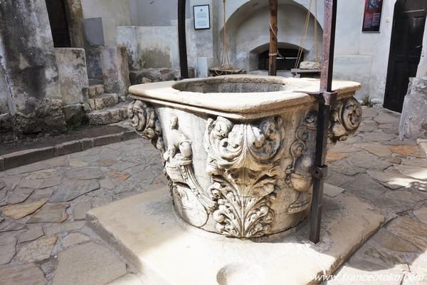 ルーマニア ブラン 井戸