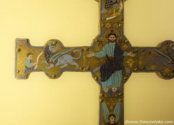黄金 十字架 パリ フランス