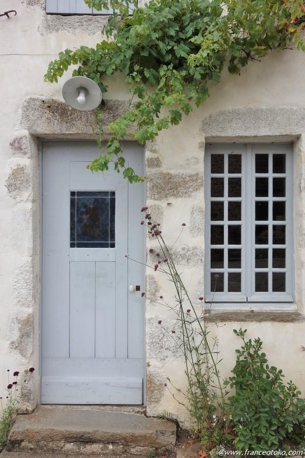 フランス 田舎の町のドア