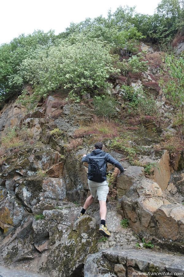 フランス人 岩登る
