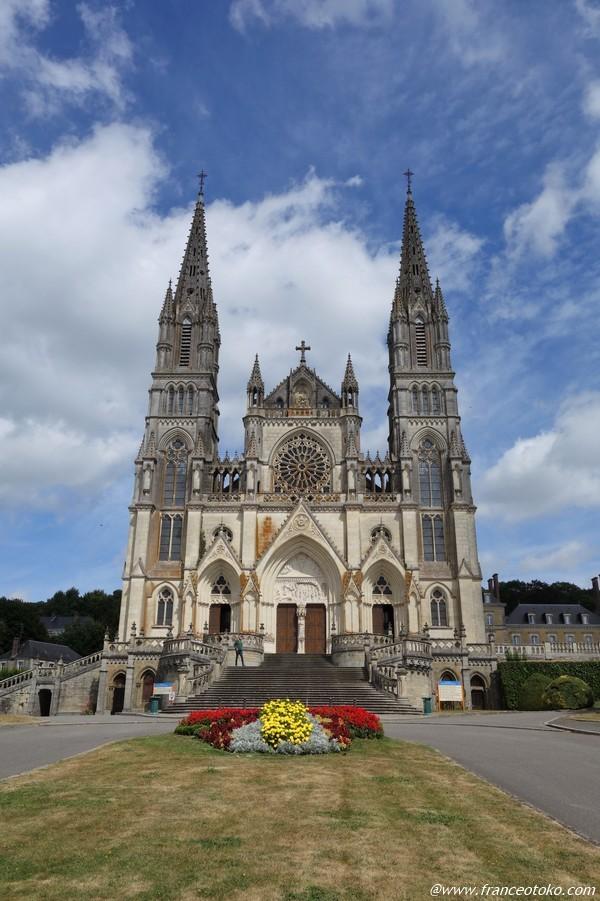 Basilique Notre-Dame de Montligeon ノートルダムドモンリジョン