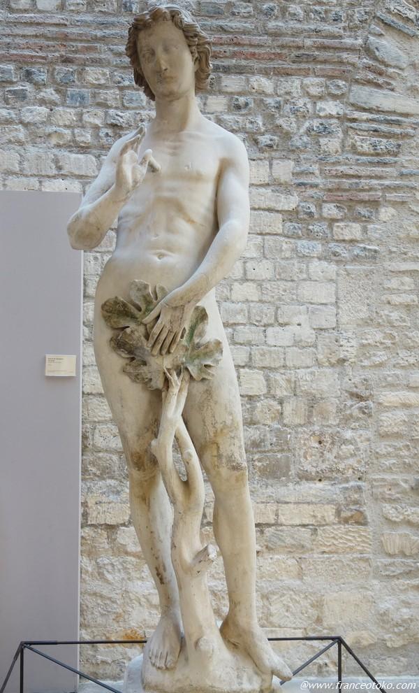 男性 裸体