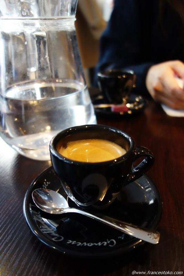 パリでカフェ