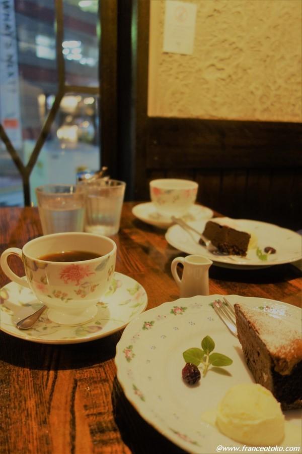 ジョンレノン 東京 カフェ